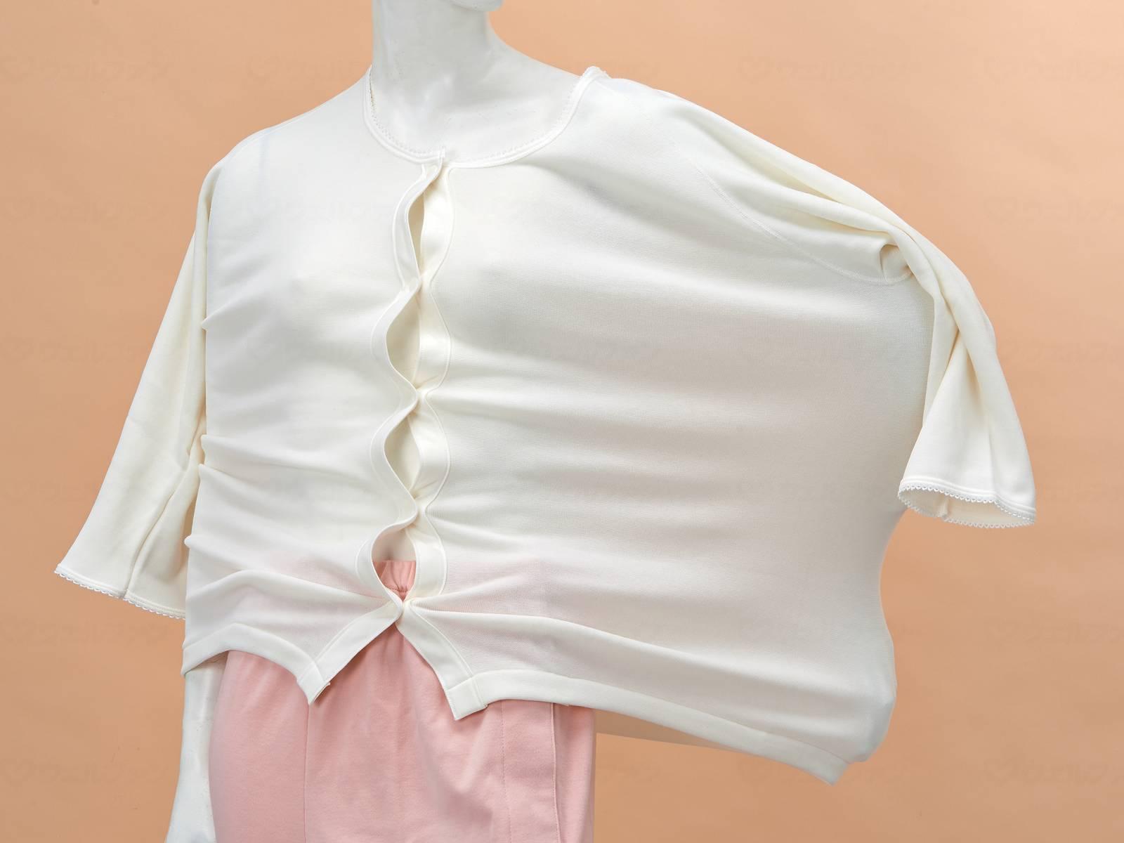 婦人のびのびワンタッチ肌着7分袖(ホック付)の画像